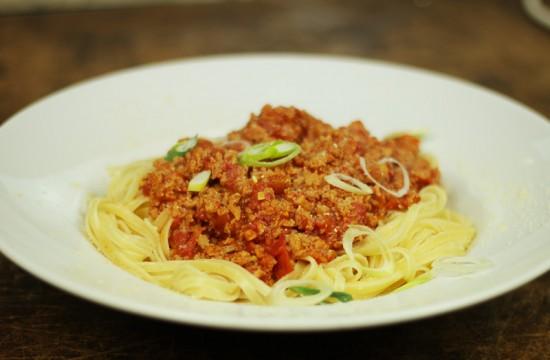 vegane Bolognese mit Spaghetti - kohlundkarma