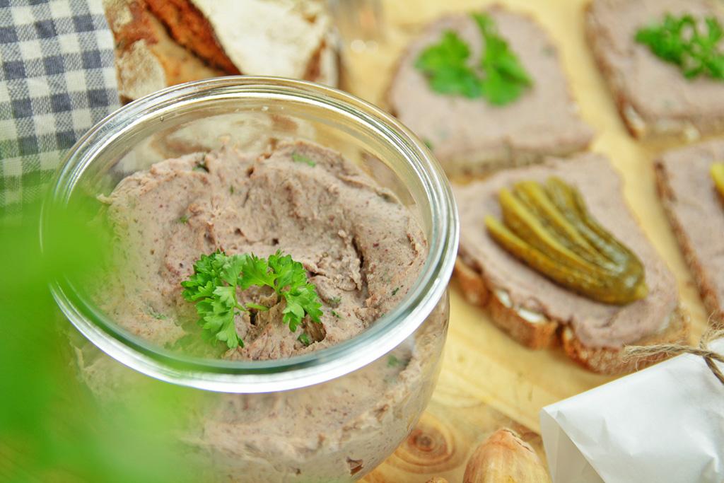 vegane-Leberwurst-Brettchen-im-Glas-kohlundkarma